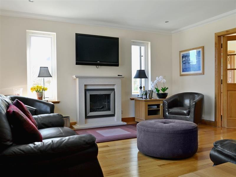 Lochside House in Kyle - sleeps 8 people
