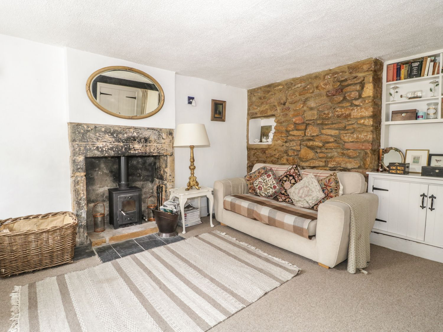 Lower Odcombe Cottage in Odcombe - sleeps 4 people