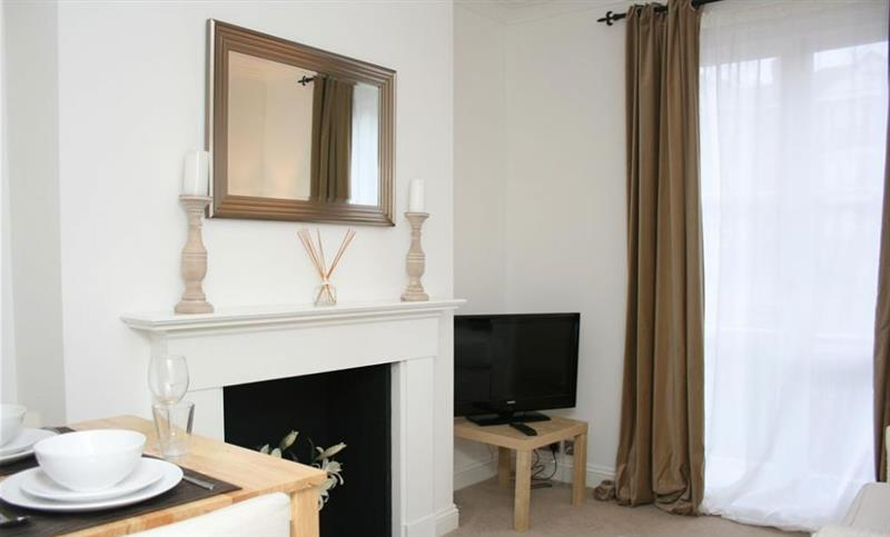 Lower Pantiles Apartment in Tunbridge Wells - sleeps 4 people