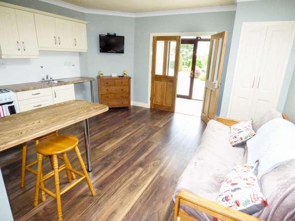 Lurgeen Cottage in Glenamaddy - sleeps 2 people
