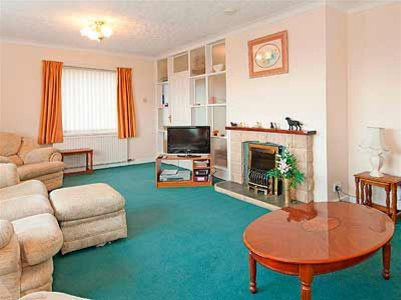 Maes Llydan in Benllech, Anglesey - sleeps 6 people