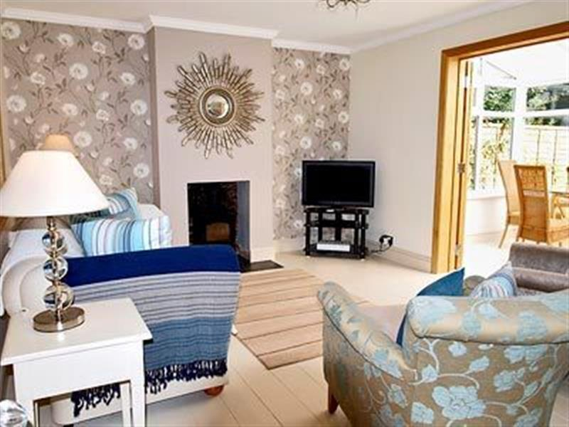 May Cottage in Bacton, Nr North Walsham, Norfolk. - sleeps 4 people
