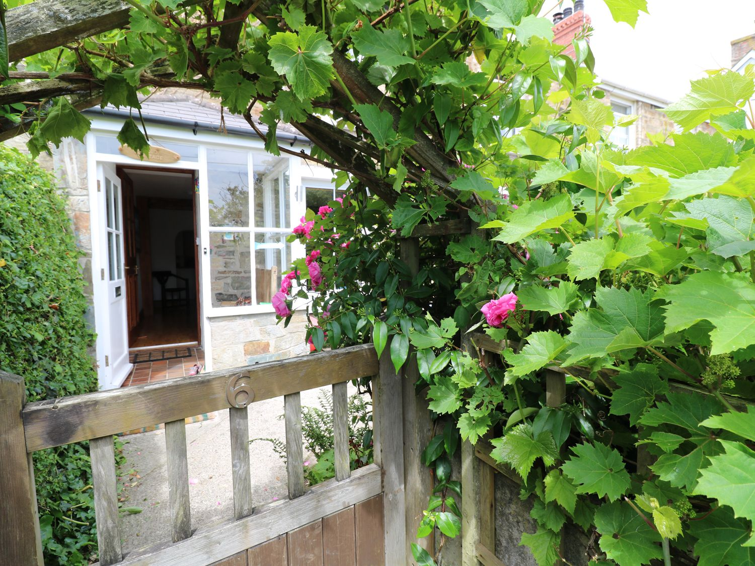 Mellow Cottage in Perranporth - sleeps 7 people