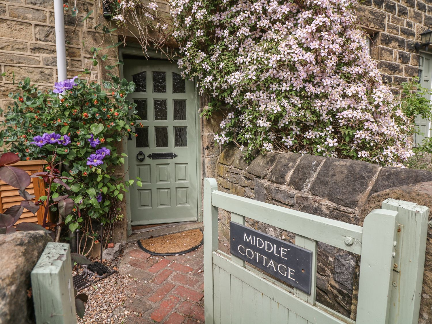 Middle Cottage in Eyam - sleeps 6 people
