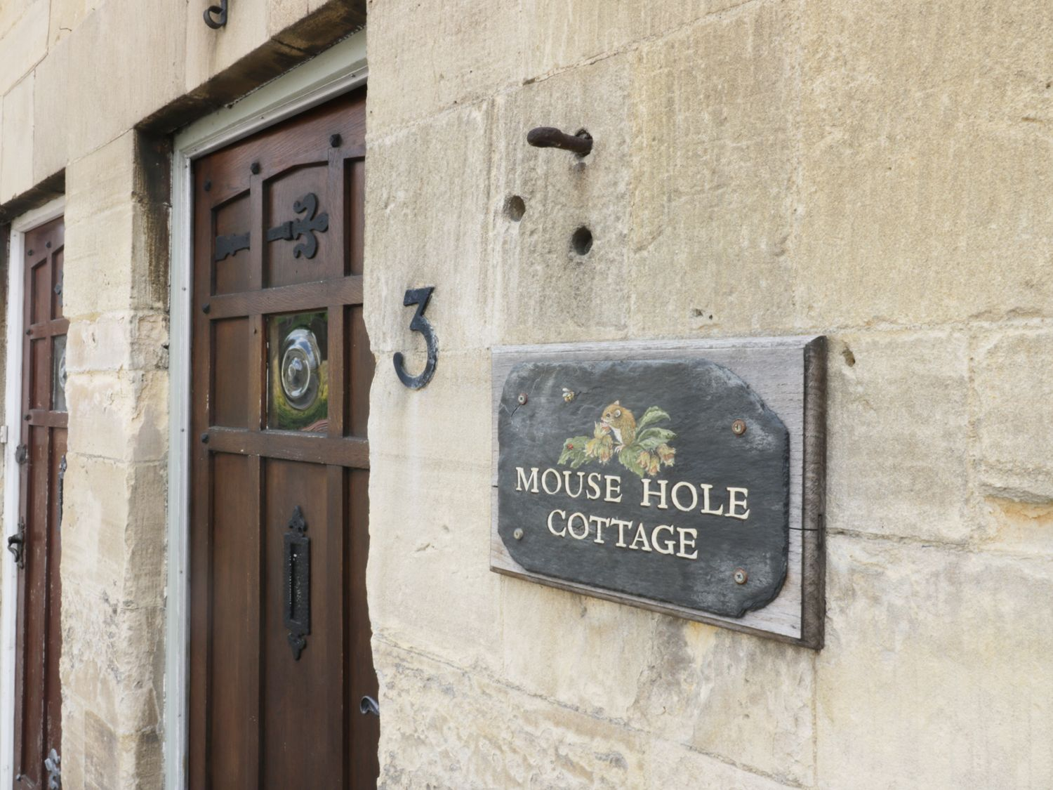 Mouse Hole Cottage in Winchcombe - sleeps 6 people