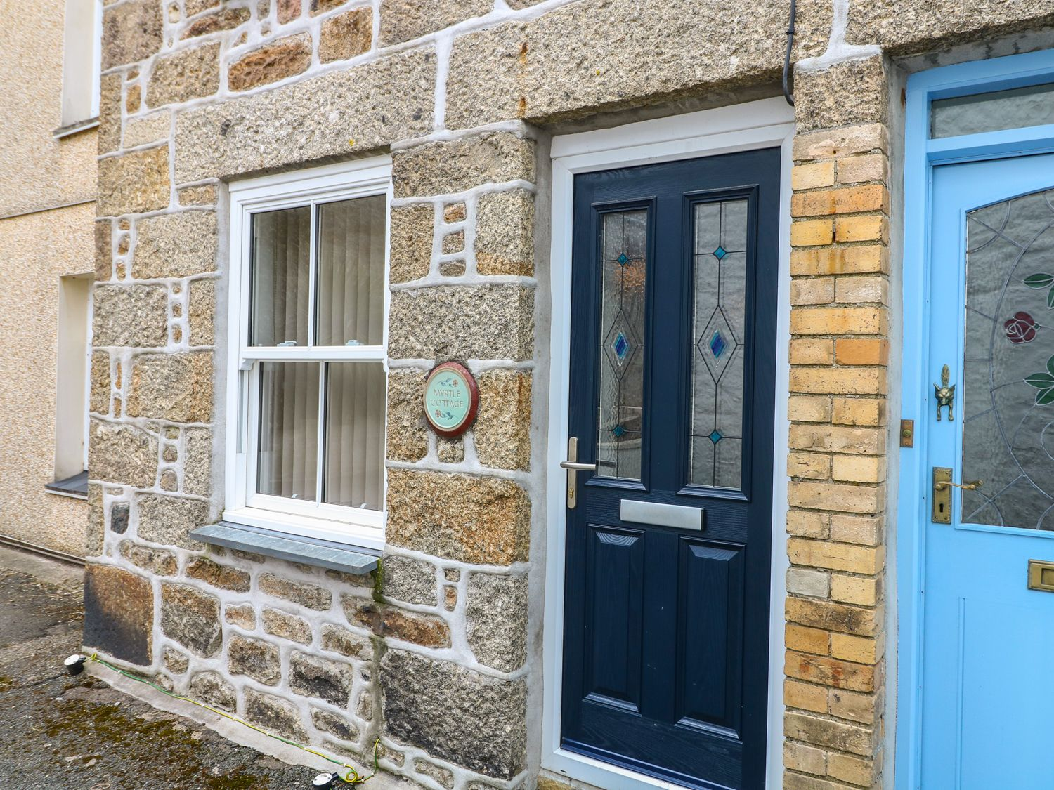 Myrtle Cottage, 21 Florence Place in Newlyn - sleeps 4 people
