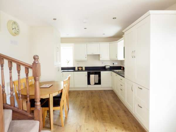 No 1 Bath Terrace in Moville - sleeps 4 people