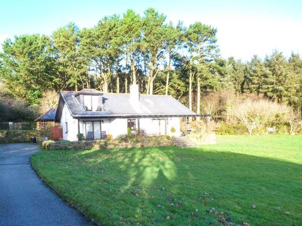 No. 2 - Cedar Lodge in St Breock Downs near Wadebridge - sleeps 6 people