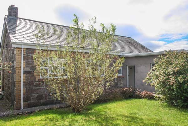 Old Factory House in Ballinahown near Rossaveel - sleeps 5 people