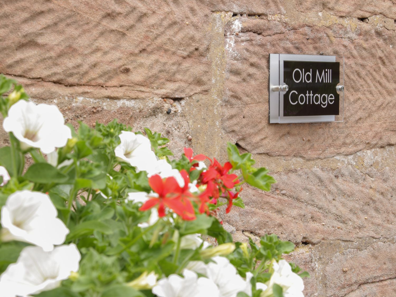 Old Mill House Cottage in Rosehill - sleeps 4 people