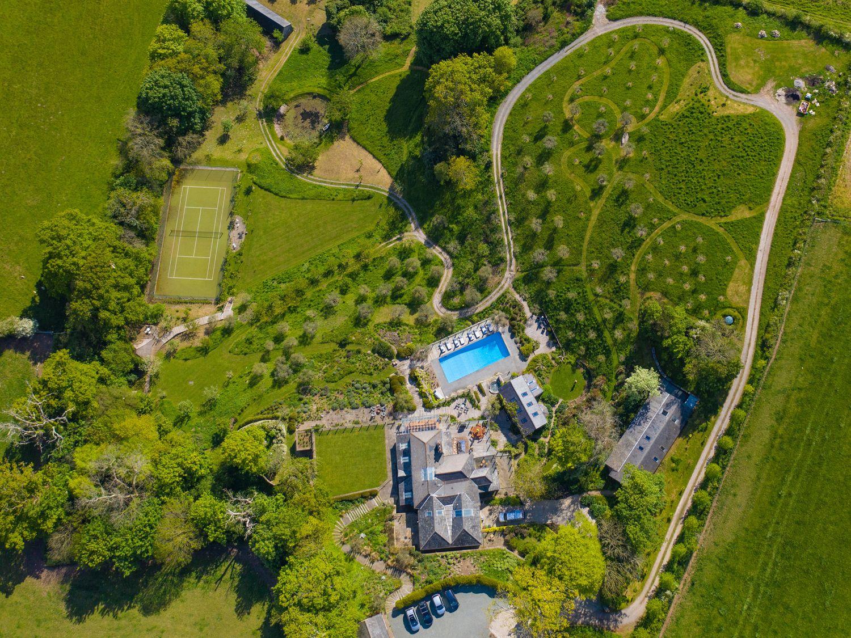 Oliveta House in Dartmouth - sleeps 16 people