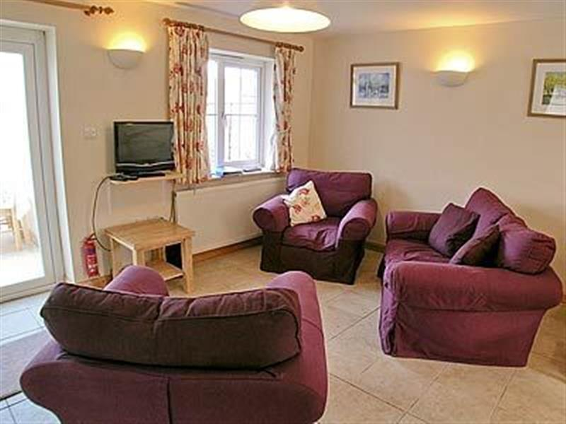 Orchard Cottage Holidays - Pippin Cottage in Barnham, W. Sussex. - sleeps 4 people