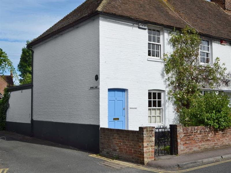 Owl Cottage in Canterbury - sleeps 5 people
