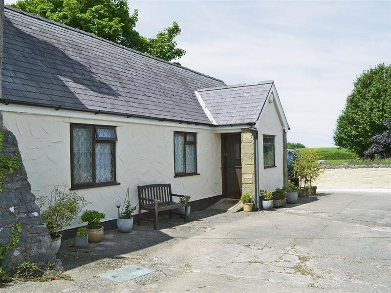 Pant Glas Mawr Cottage in Axton, near Holywell - sleeps 4 people