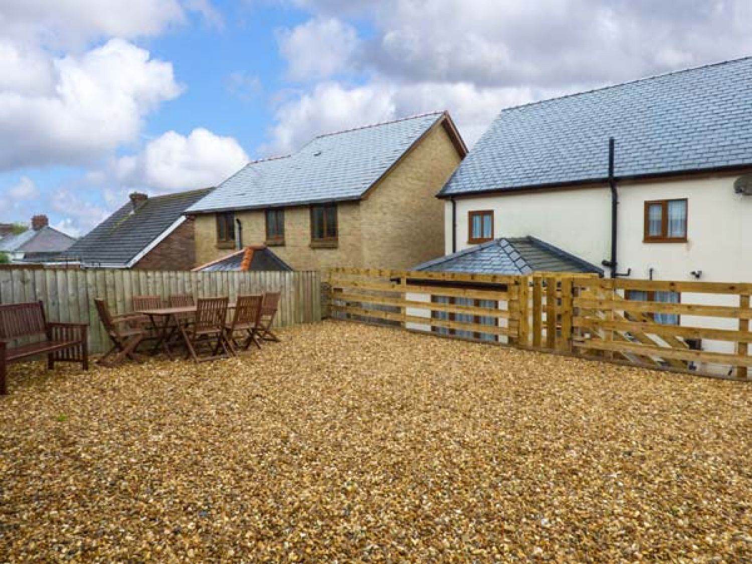 Pen-Yr-Erw in Kidwelly - sleeps 8 people
