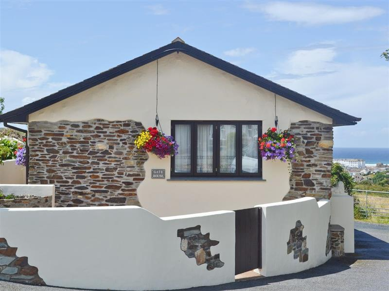 Pencrennow Farm Cottages - The Gatehouse in Perranporth - sleeps 2 people