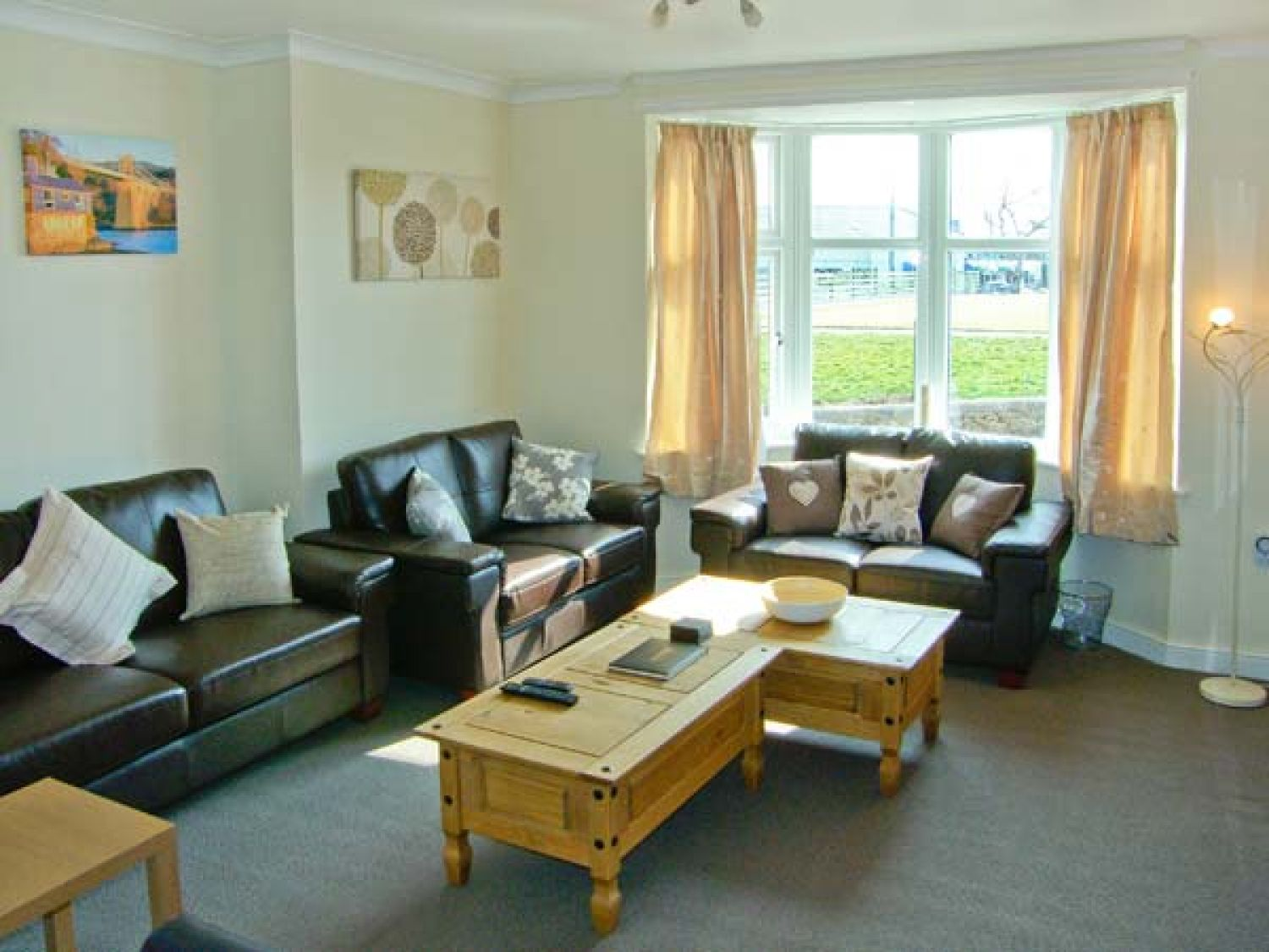 Penmaen in Benllech near Red Wharf Bay - sleeps 10 people