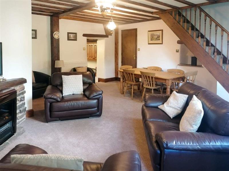 Pennine Cottage in Hope Valley - sleeps 10 people