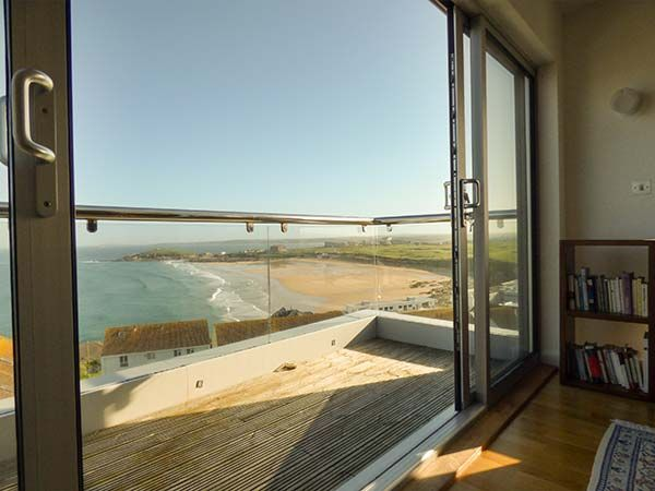 Penthouse Flat, Pentire Point in Newquay - sleeps 6 people