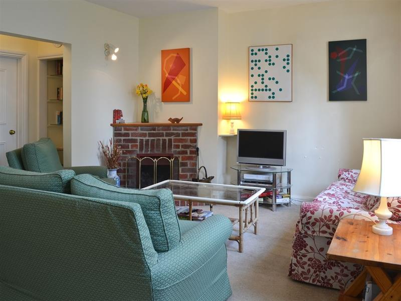 Pepper Pot Cottage in Compton, nr. Chichester - sleeps 6 people