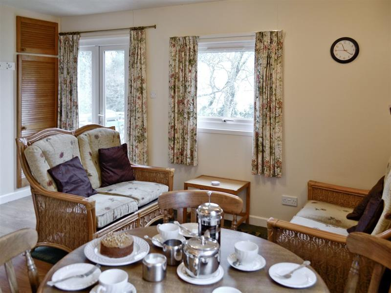 Periton Park Court - Willow Lodge in Minehead - sleeps 4 people