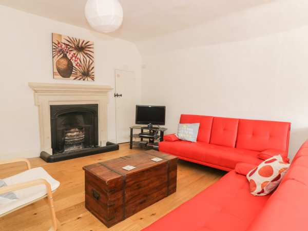 Pharmacy House in Long Melford - sleeps 6 people