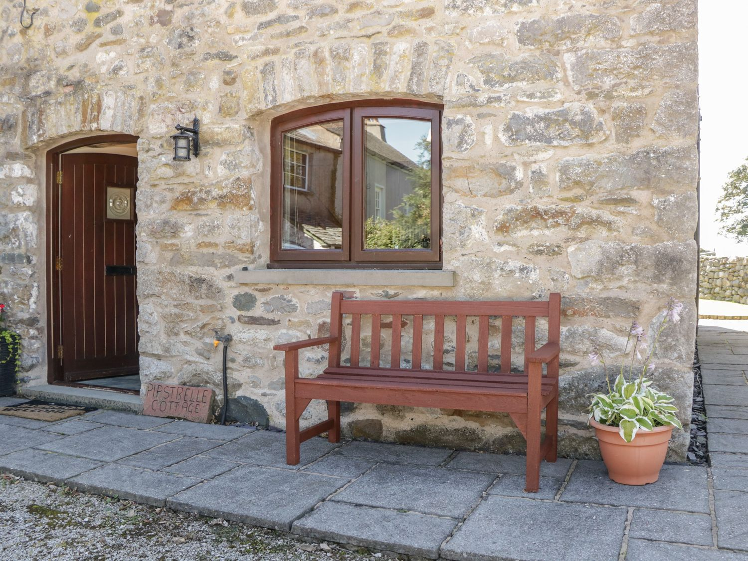 Pipstrelle Cottage in Ulverston - sleeps 4 people