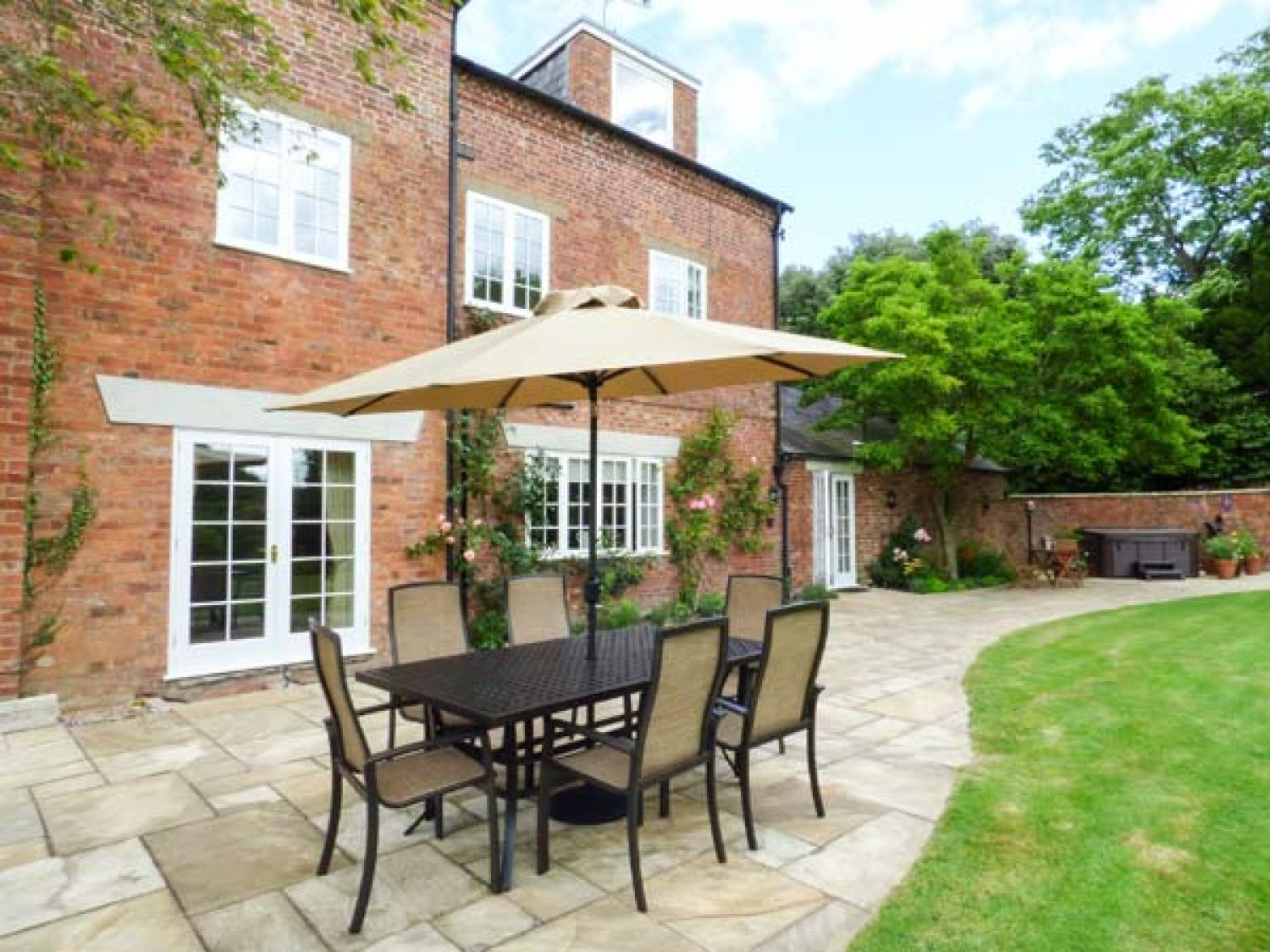 Plas Yolyn in Ellesmere - sleeps 14 people