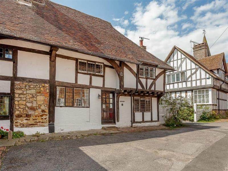 Pollard Cottage in Lingfield - sleeps 6 people
