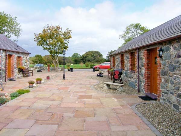Poppy Cottage in Caeathro Near Caernarfon - sleeps 3 people