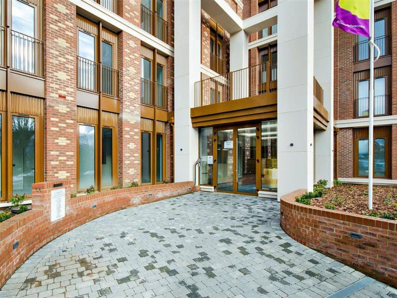 Red Rose Apartment in St Albans - sleeps 2 people