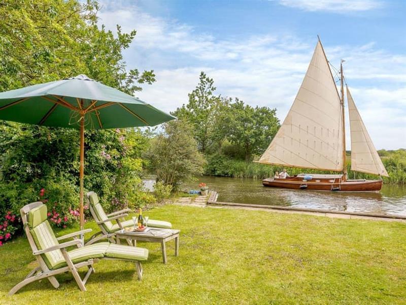 Riversdale Cottage in Irstead, near Wroxham - sleeps 8 people