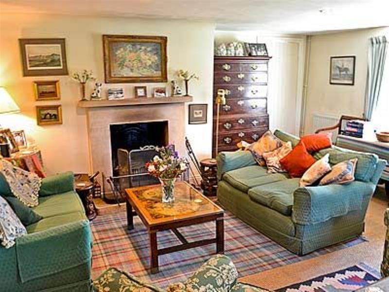 Rose Cottage in Hanworth Common, nr. Cromer - sleeps 9 people
