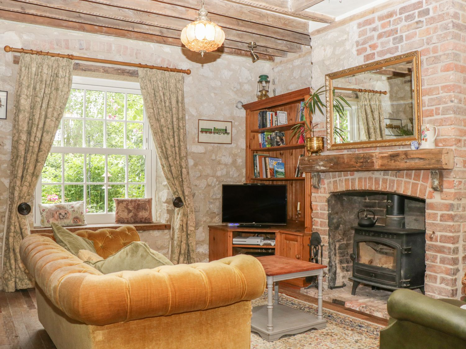 Rose Cottage in Ringstead near Weymouth - sleeps 8 people
