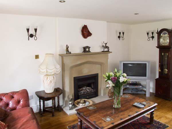 Rotherwood Cottage in Darley Dale Near Matlock - sleeps 10 people