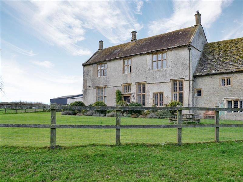 Round Chimneys Farm - The Farmhouse in Glanvilles Wootton, near Sherborne - sleeps 12 people