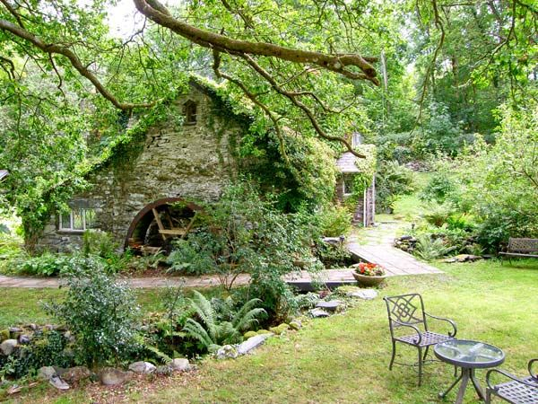 Royal Oak Farmhouse in Betws-Y-Coed - sleeps 6 people