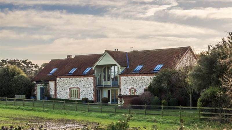 Sea View Barn in Titchwell near Kings Lynn - sleeps 10 people
