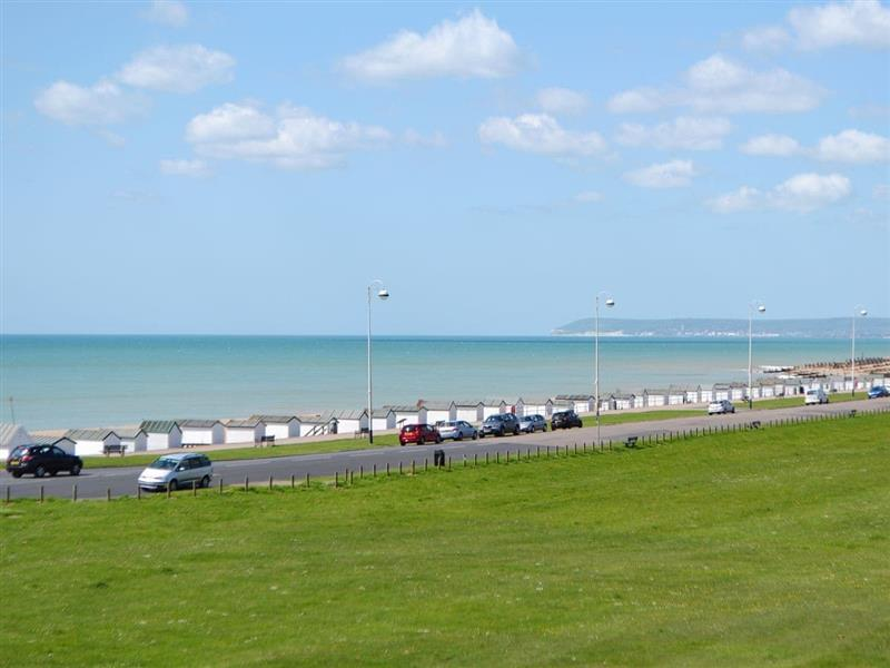 Seaview Apartment in Bexhill-on-Sea - sleeps 3 people