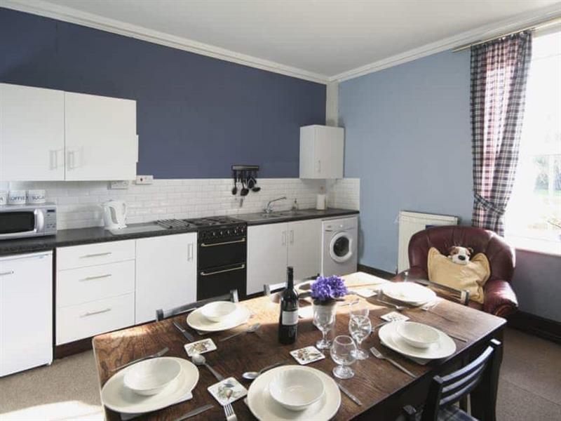 Shaw House in Stoke-On-Trent - sleeps 7 people