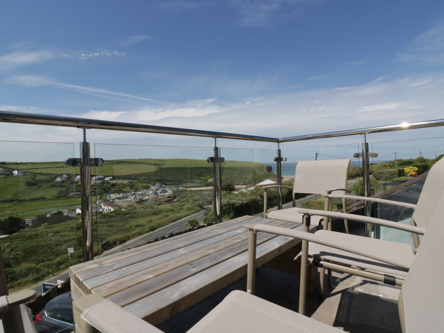 Skylark in Mawgan Porth - sleeps 4 people