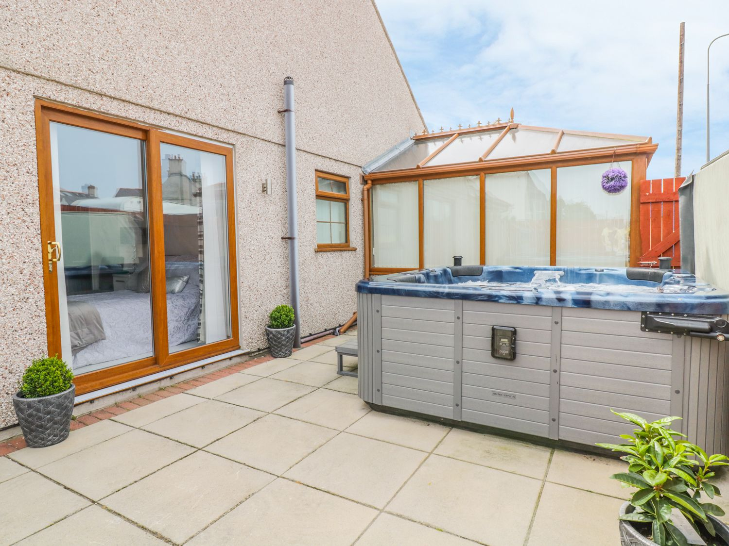 Smithy Cottage in Cemaes Bay - sleeps 2 people