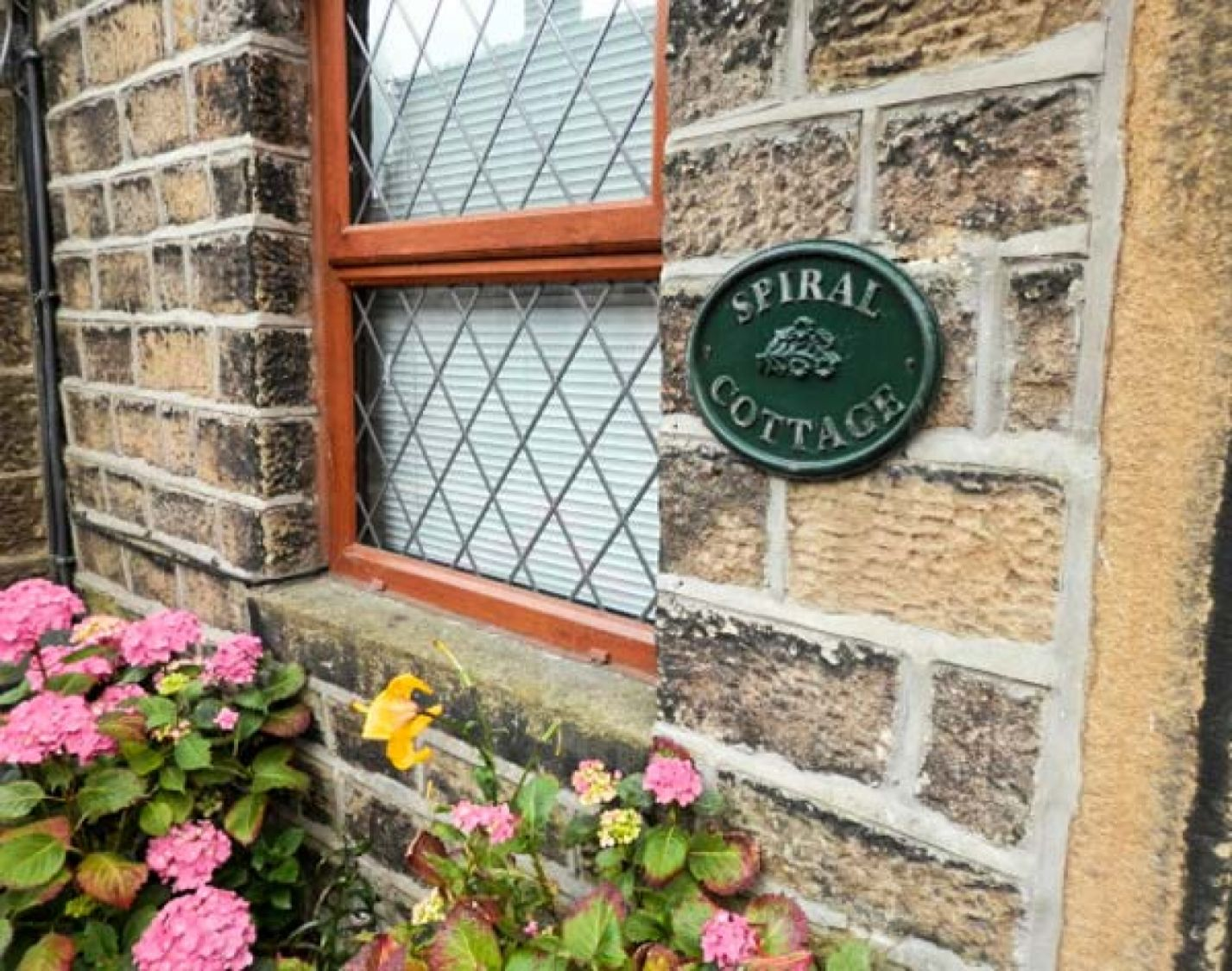 Spiral Cottage in Cowling near Skipton - sleeps 3 people