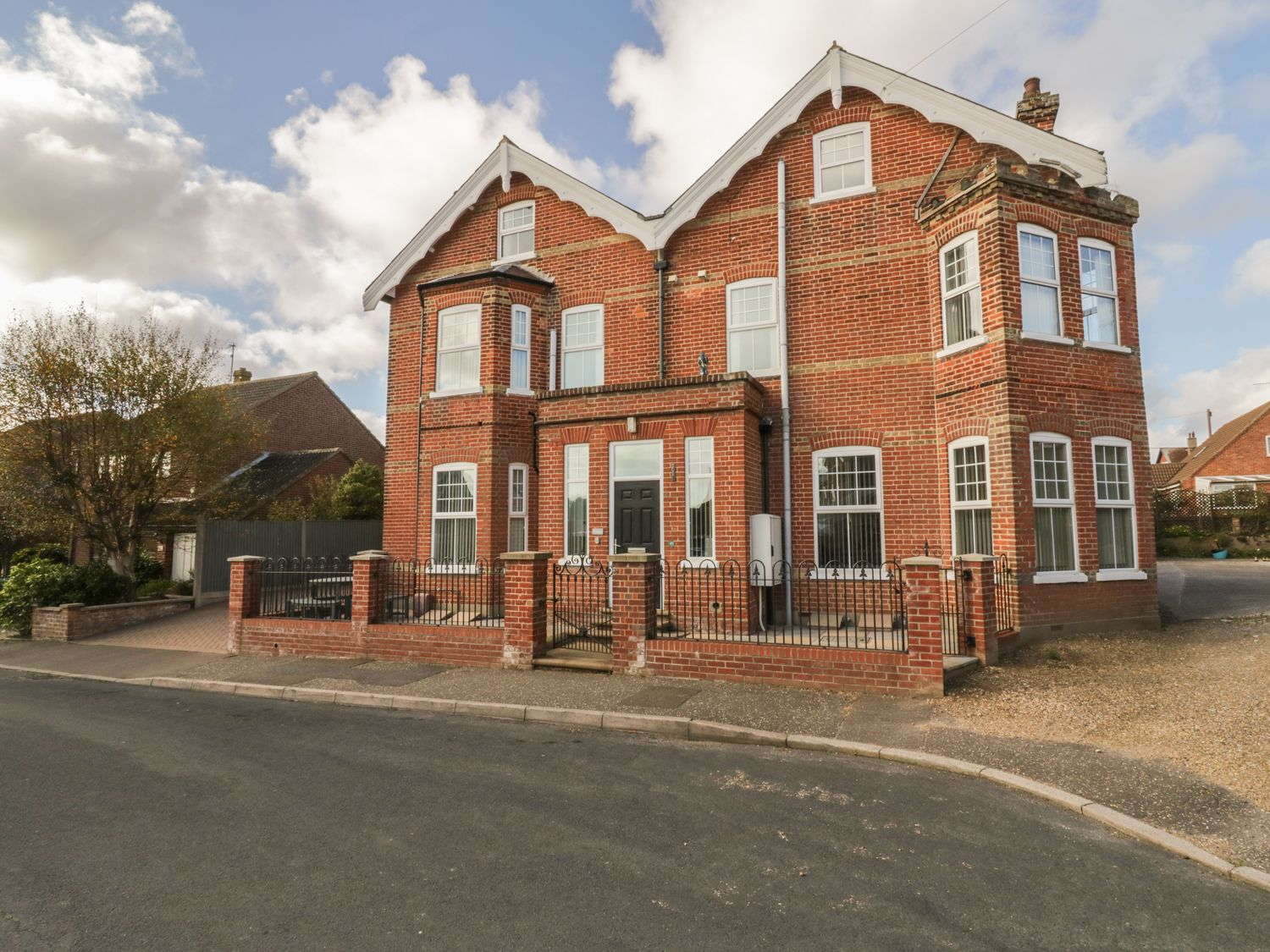 St Edmunds in Mundesley - sleeps 8 people