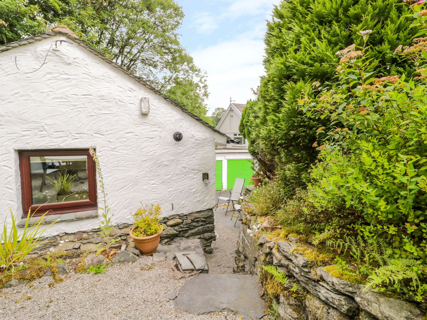 Steps Cottage in Bowness-On-Windermere - sleeps 2 people