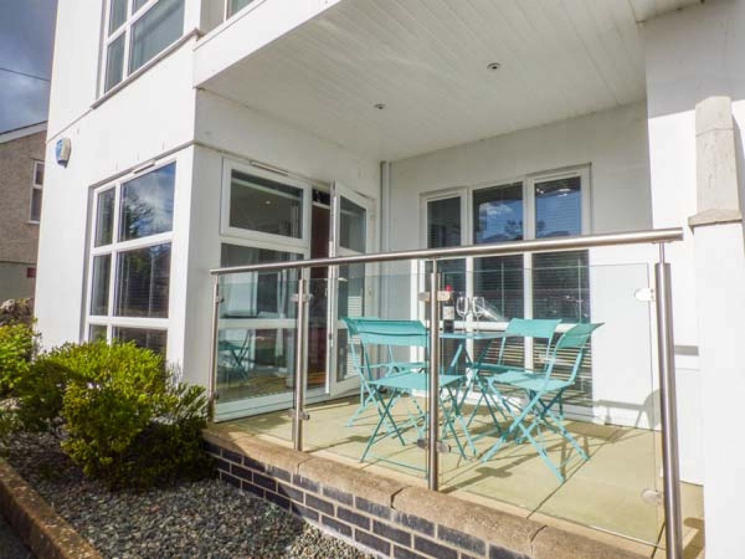 Stone's Throw in Benllech - sleeps 5 people