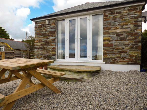 Sunset Cottage in Bossiney - sleeps 2 people