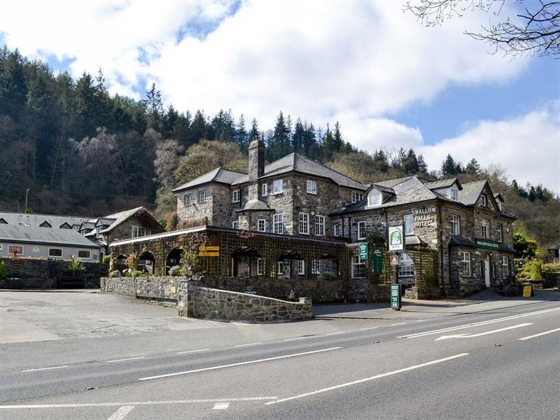Swallow Falls Apartment in Betws-y-Coed, Conwy - sleeps 4 people