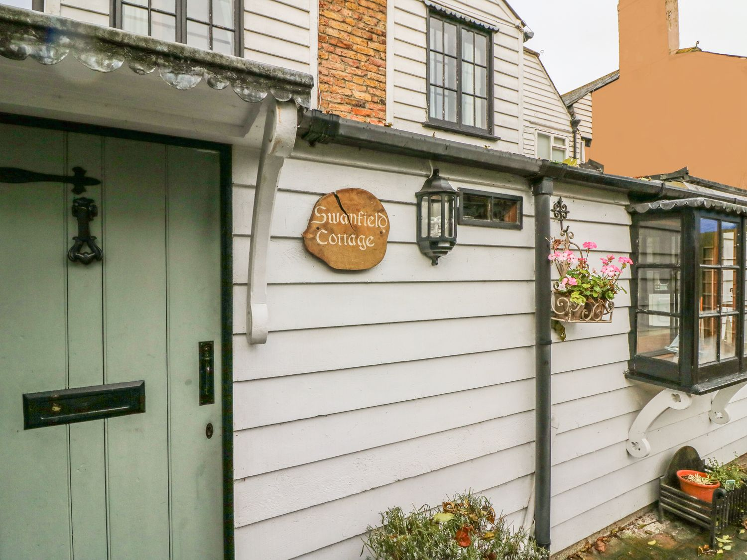 Swanfield Cottage in Whitstable - sleeps 2 people
