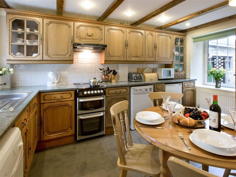 Swansea Valley Holiday Cottages - Ty Cerbyd in Cilybebyll, nr. Pontardawe - sleeps 4 people